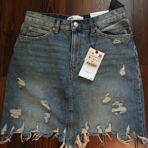 NWT Zara distressed jean skirt